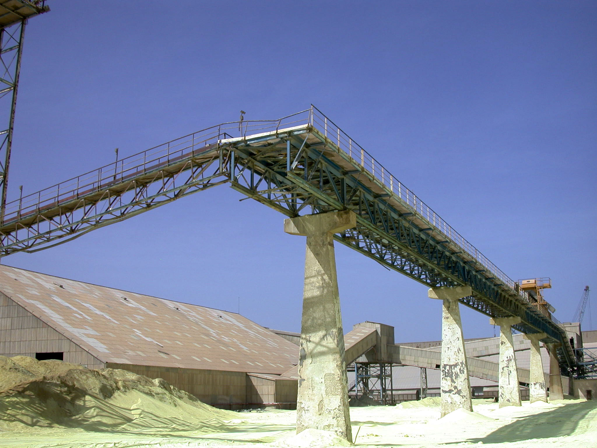 Figure_5_-_Foreground_outside_tripper_conveyor_background_metal_structure